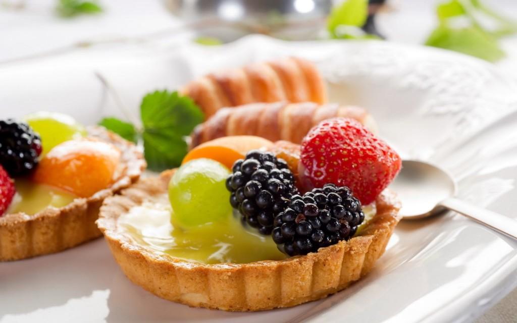 Десерт корзиночки с фруктами