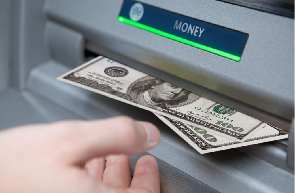 Выдача долларов из банкомата