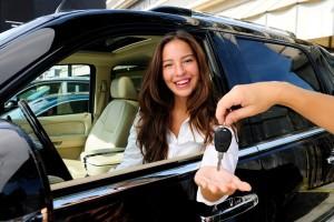 Девушке отдали ключи от машины