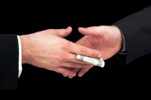 Передача долларовой купюры
