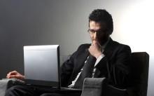 Предприниматель за ноутбуком