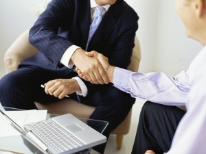Рукопожатие с бизнесменом