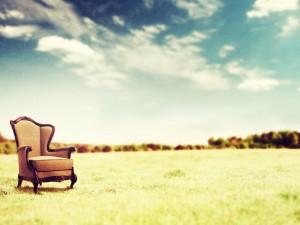 Кресло в пустыне