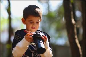 Мальчик с фотоаппаратом