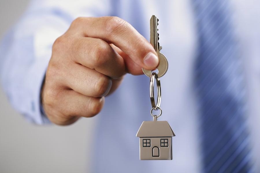 Ключ с брелком в виде дома