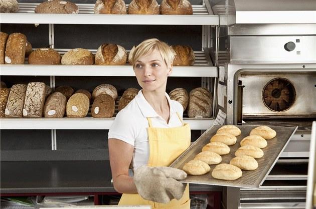 Девушка пекарь