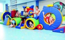 Дети играют в детском развивающем центре