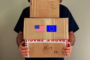 Мужчина с коробками