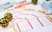 лотерейные билеты и деньги