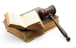 Кодекс и судейский молоток